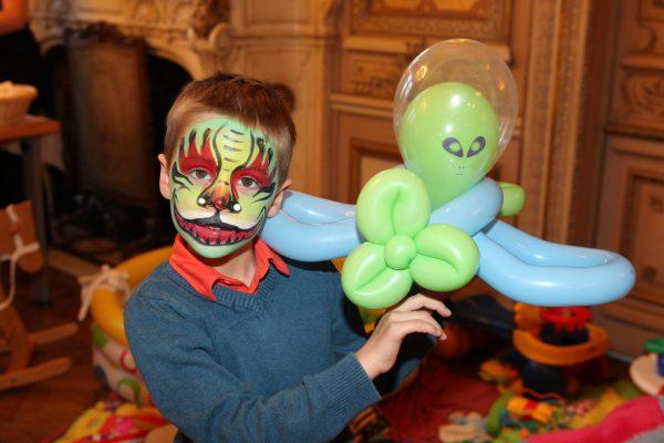 Animation maquillage et sculpture ballon enfant arbre de noel