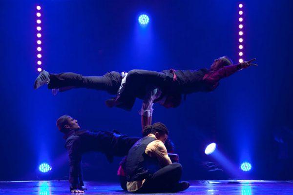 Spectacle Energie Positive : spectacle humour et danse hip hop sur scène Paris Deauville