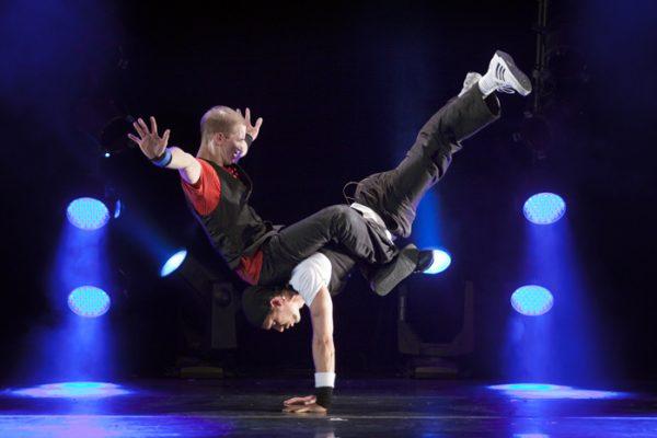 Spectacle Energie Positive : spectacle humour et danse hip hop sur scène Paris Normandie