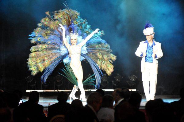 Spectacle Revue Cabaret : spectacle sur scène, soirée cabaret entreprise ou CE