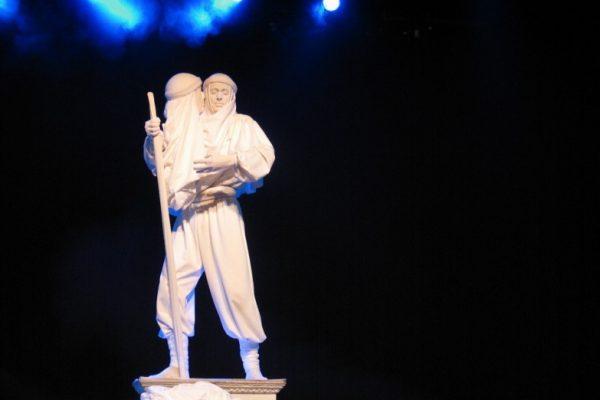 Statue à 2 têtes : numéro exceptionnel sur scène, soirée de gala Paris et Normandie