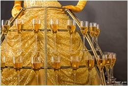 Animation déambulatoire: robe de champagne - élégant et original - Paris Deauville