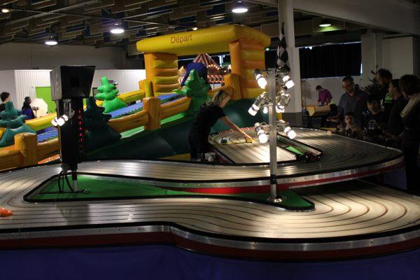 Arbre de noel Nanterre - animation circuit voiture 24
