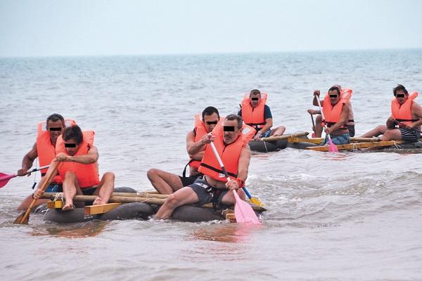 activité team building construction radeau plage normandie - journee de cohesion entreprise trouville
