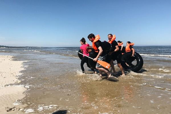activité team building construction radeau plage normandie - journee de cohesion entreprise trouville deauville